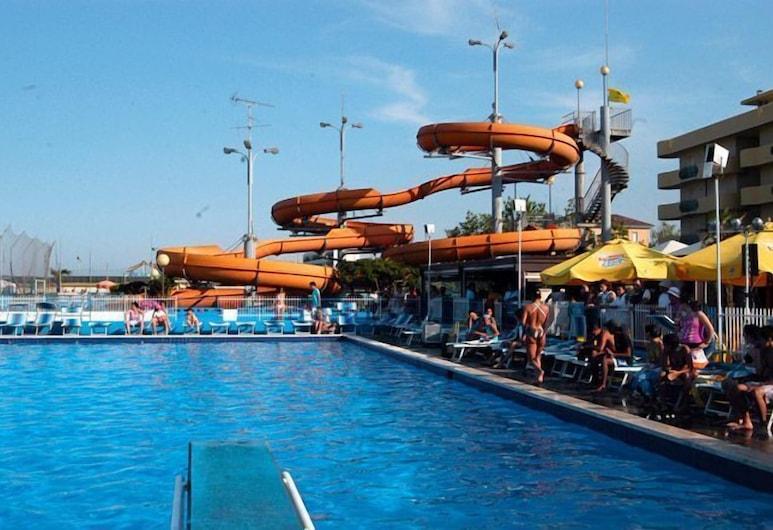 Byron, Cesenatico, สระว่ายน้ำกลางแจ้ง