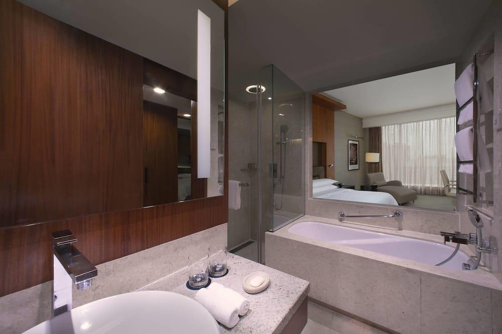 Club Room, 2 Queen Beds, Non Smoking - Bathroom