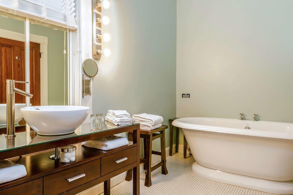 Habitación estándar, 1 cama de matrimonio grande, no fumadores (Large Room) - Cuarto de baño
