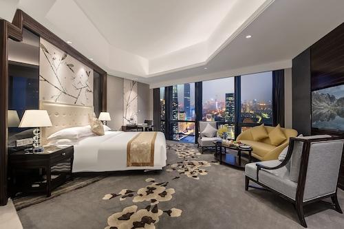 โรงแรมเซินเจิ้นฮัวชิงพลาซ่า/