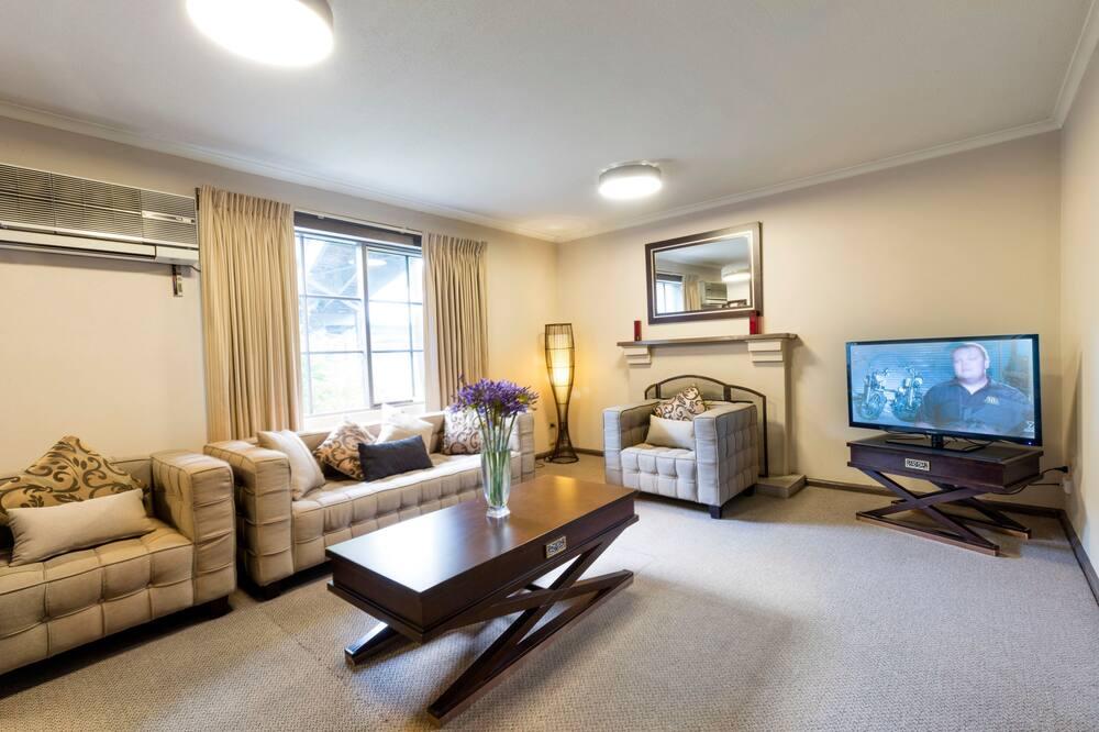 Deluxe King Suite - Living Room