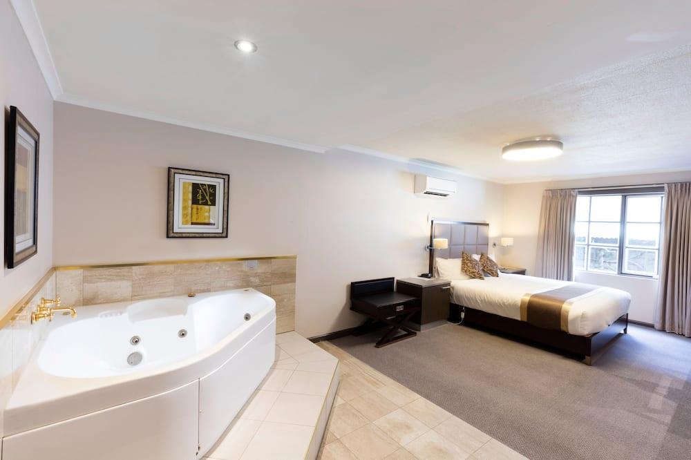 Deluxe King Suite - Guest Room