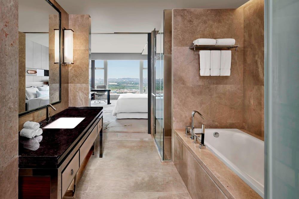 Westin, Номер «Делюкс», 1 двуспальная кровать «Кинг-сайз», вид на город - Ванная комната