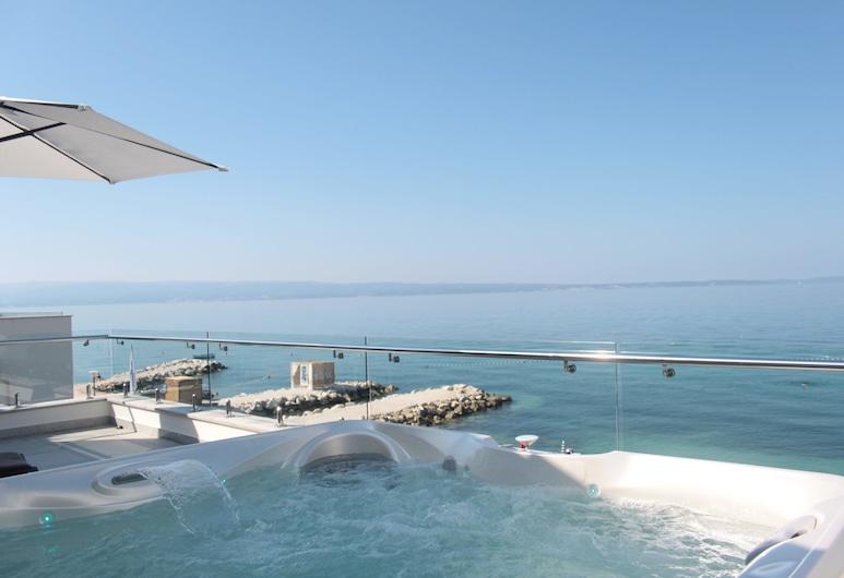 Beach Hotel Split, Podstrana, Superior külaliskorter, terrass, vaade merele, Terrass