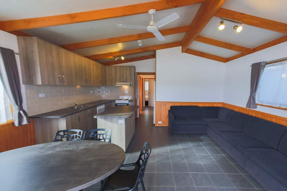 Standaard suite, Meerdere slaapkamers, niet-roken, keuken (Riverfront Villa 3 Bdrm) - Woonruimte