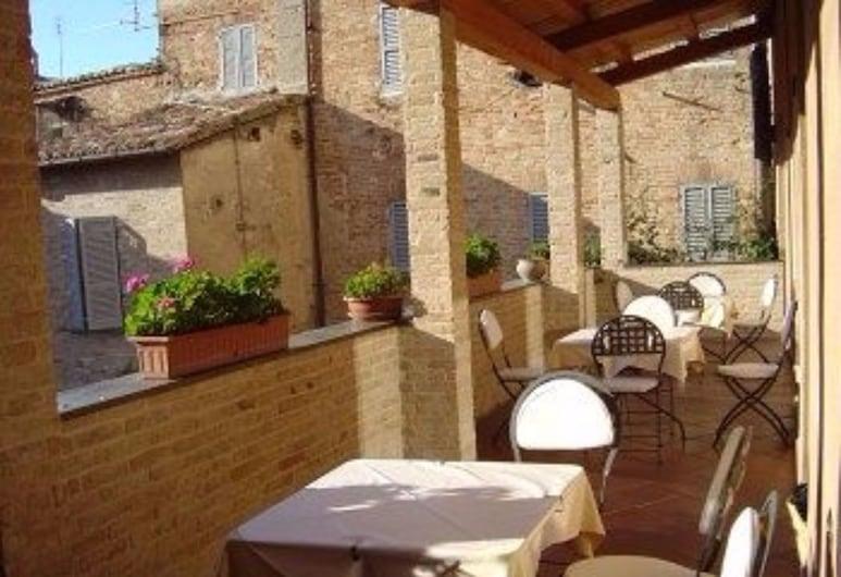 Albergo Italia, Urbino, Terrace/Patio