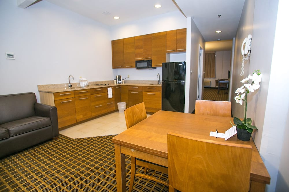 Suite, 2 Double Beds - In-Room Dining