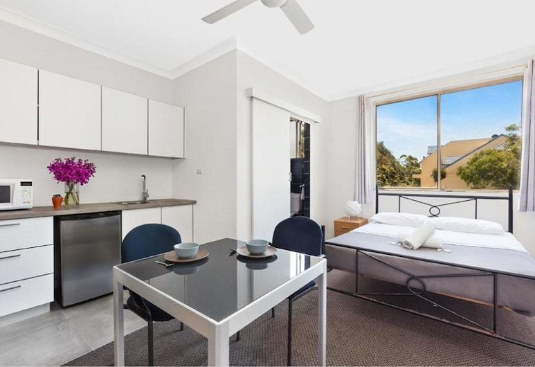 Manly Beachside Apartments, Manly, Studio (4 People), Private kitchenette