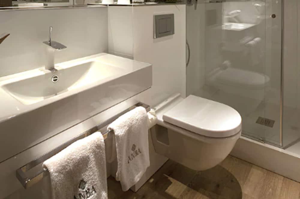 Standardní třílůžkový pokoj, 1 ložnice - Koupelna