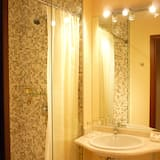 Kamar Double Standar, 1 Tempat Tidur King - Kamar mandi