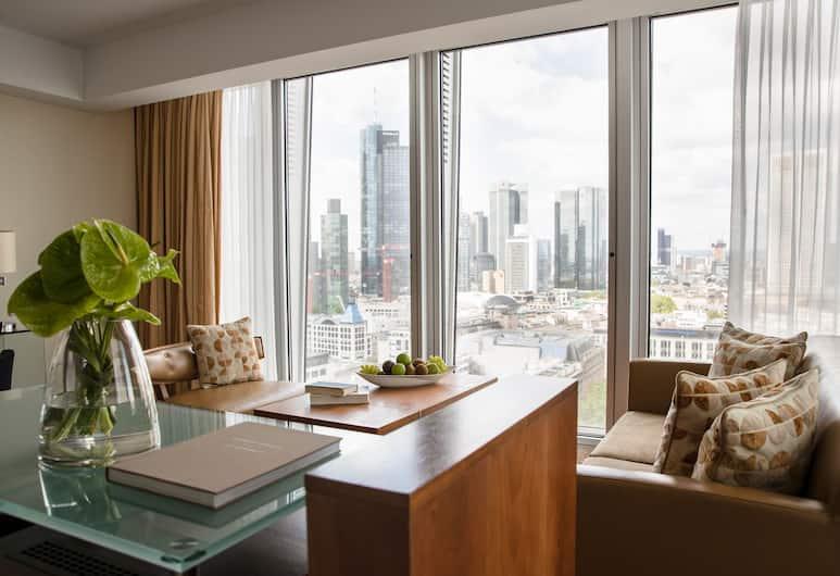 Jumeirah Frankfurt, Frankfurt, Skyline Junior Suite, Wohnbereich