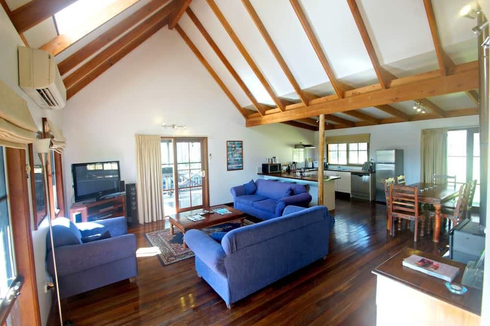 3 Bedroom Spa Loft Cottage - Living Area