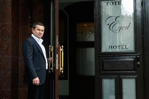 利沃夫伊丹姆飯店/