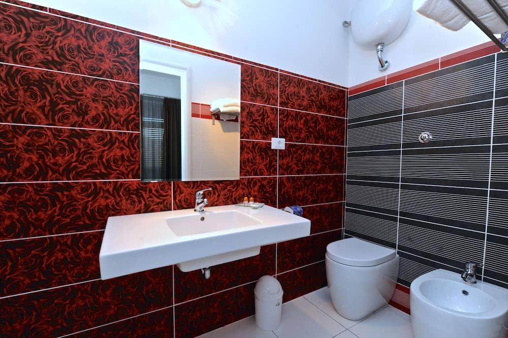 Basic Double or Twin Room, 1 Bedroom, Ground Floor - Bathroom