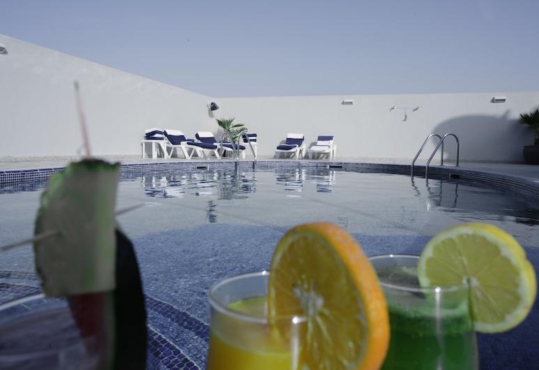 Auris Hotel Apartments Deira, Дубай, Открытый бассейн