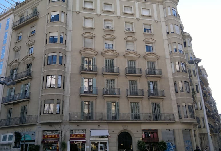 Ally's Guest House Barcelona Bed and Breakfast, Барселона
