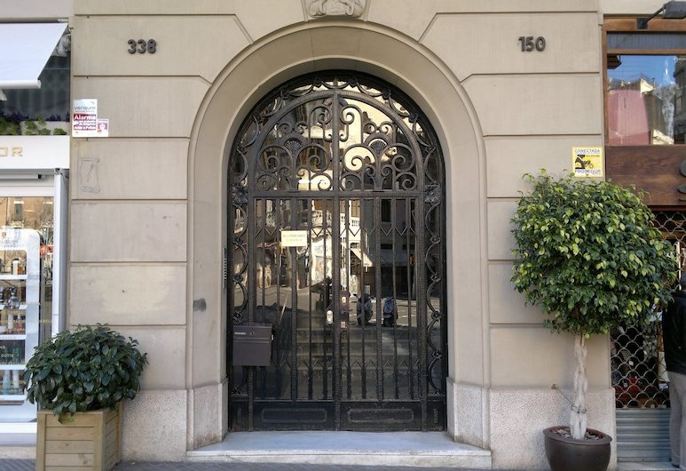 Ally's Guest House Barcelona Bed and Breakfast, Barcelona, Entrada do hotel