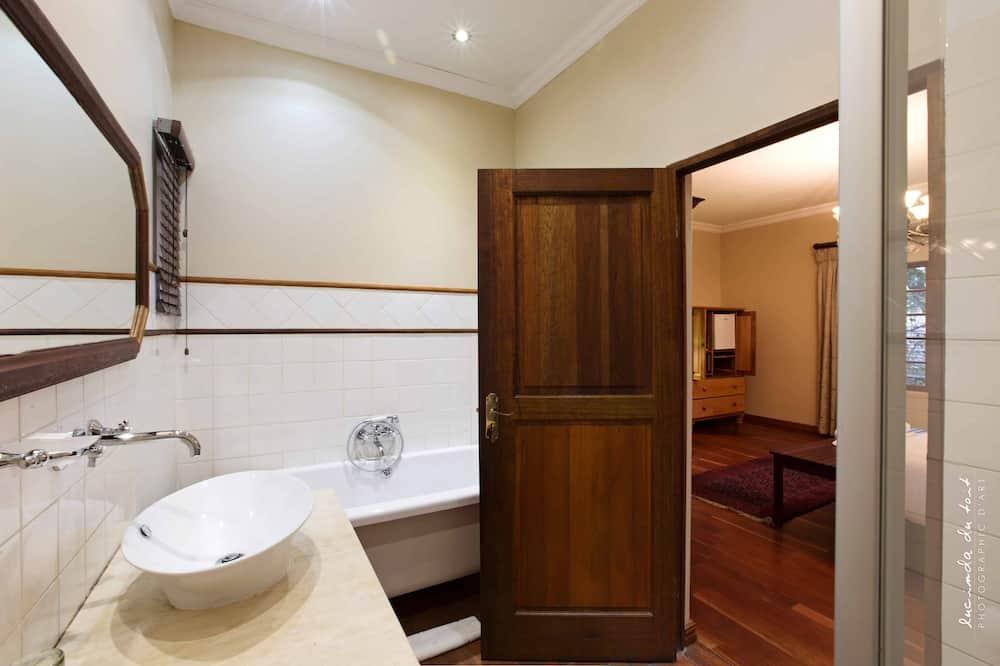 Luxury King Room - Bathroom
