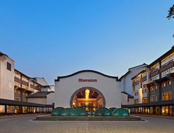 Picture of Sheraton Grand Hangzhou Wetland Park Resort in Hangzhou