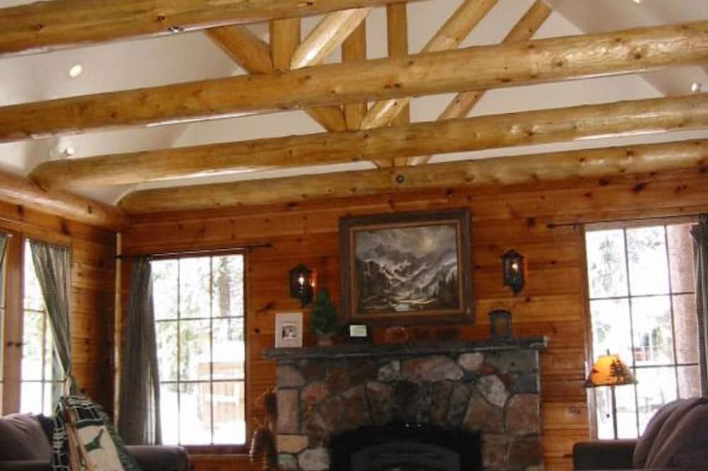 Cabaña estándar, 2 habitaciones, baño privado, vista a la montaña (16-Sugar Pine) - Sala de estar
