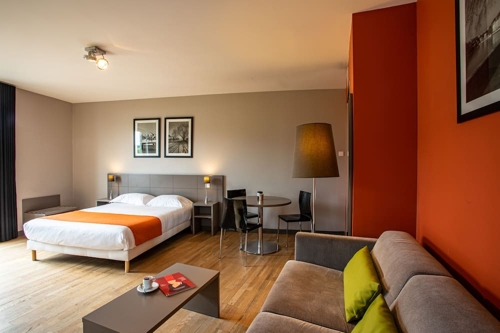 Executive Room, 1 Double Bed - Living Area