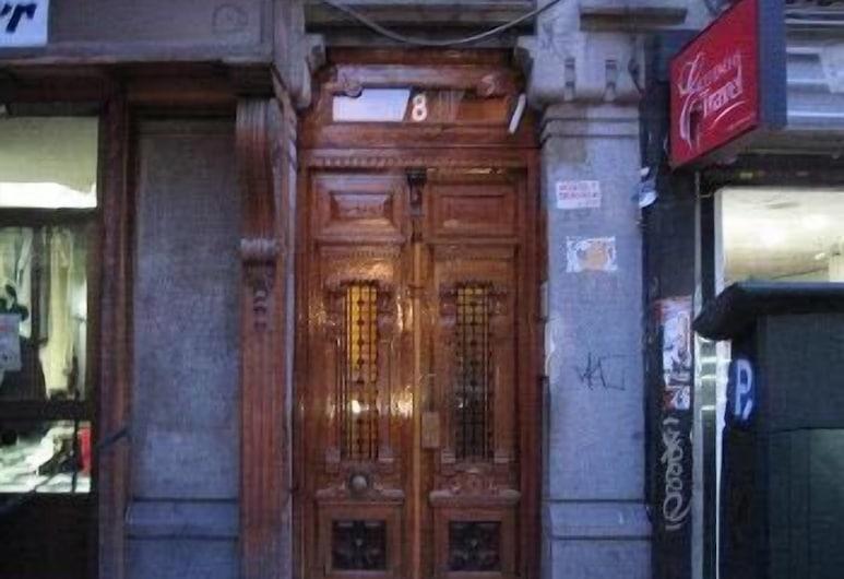 Hostal Numancia, Madrid, Entrada del hotel