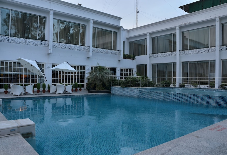Country Inn & Suites by Radisson, Delhi Satbari, New Delhi, Vanjski bazen