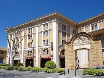 Enter your dates for our Aix-en-Provence last minute prices