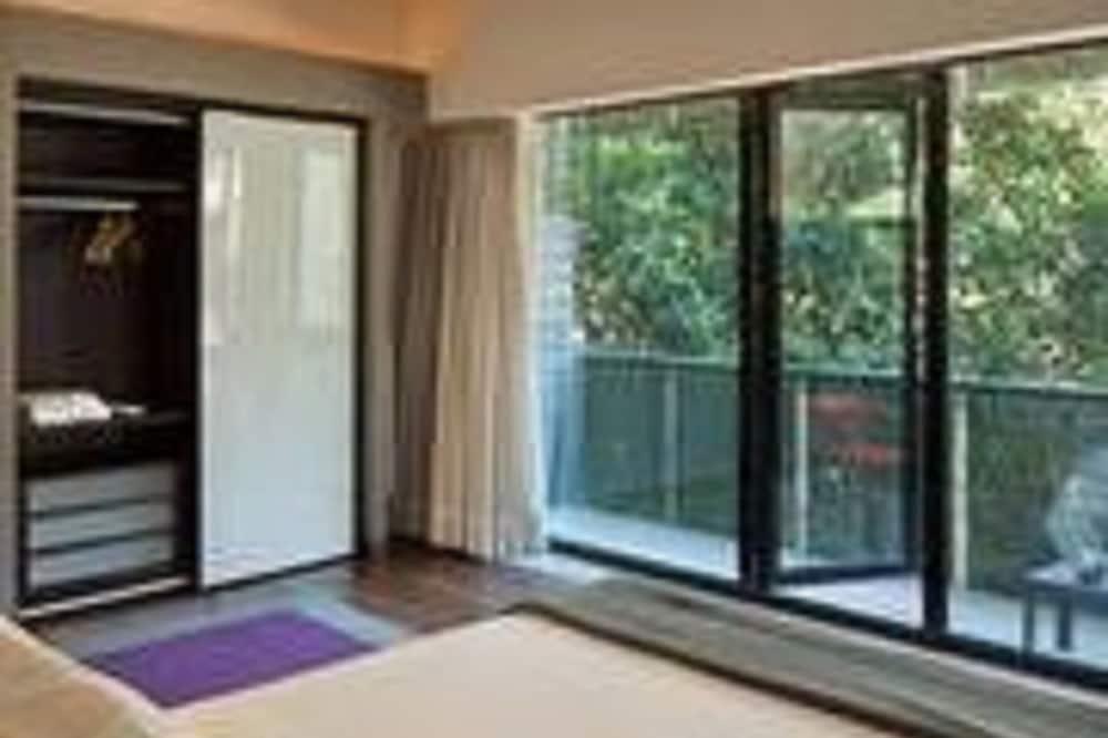 Luxury Suite - Balcony