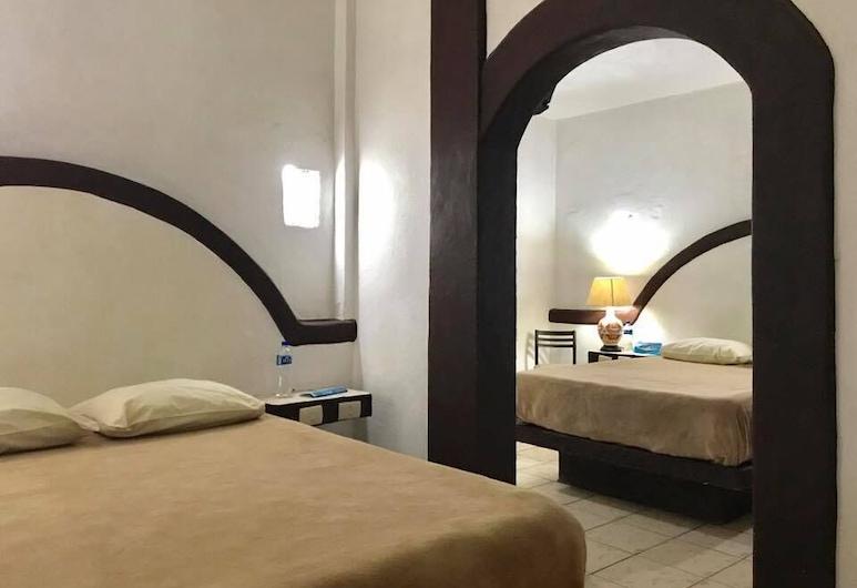 Hotel Plaza Morelia, Morelia, Standard Double Room, 2 Double Beds, Guest Room
