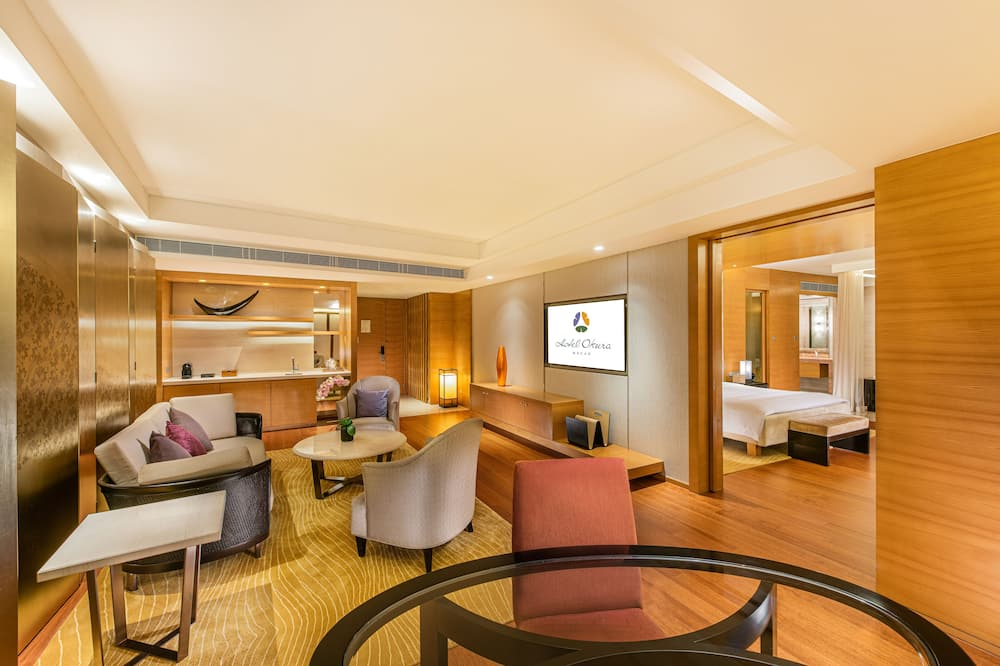 Premier Suite (King) with Executive privilege - Living Room