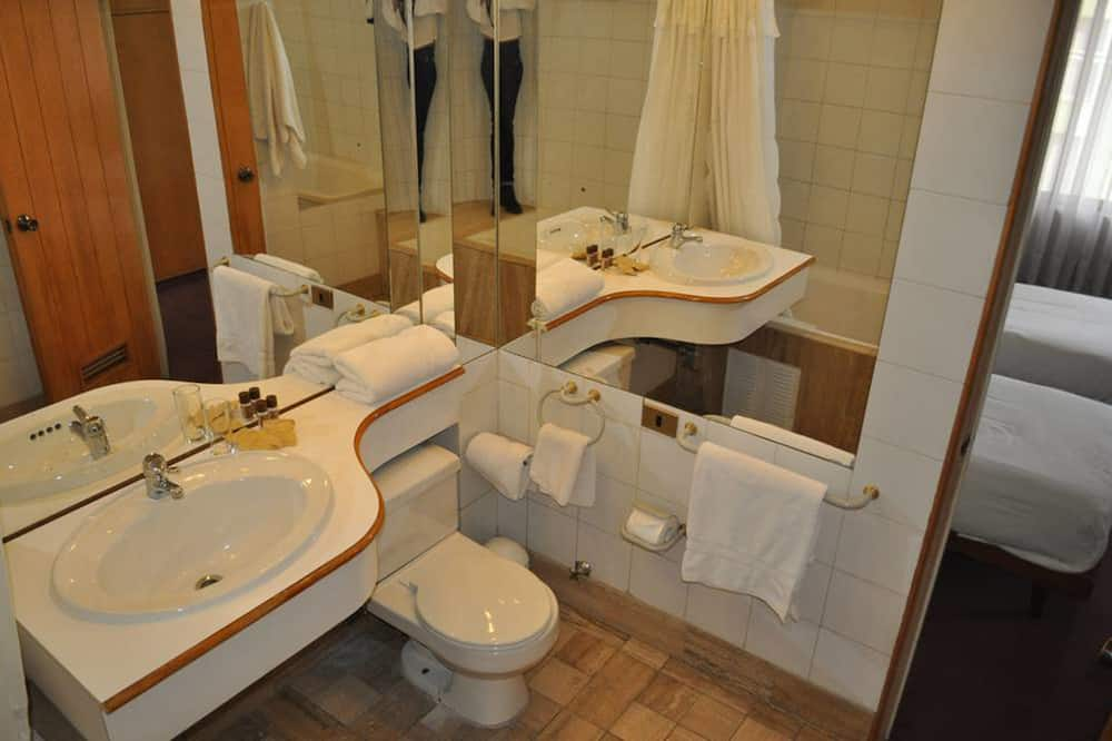 Superior Double Room, 1 King Bed - Bathroom