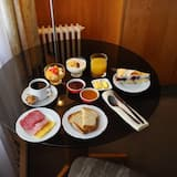 Standard Quadruple Room - In-Room Dining