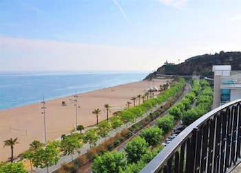 Enter your dates for our Calella last minute prices