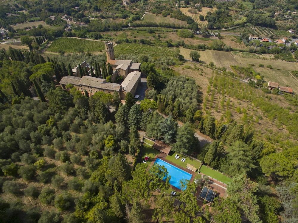 Book la badia di orvieto in orvieto for Hotels in orvieto with swimming pool