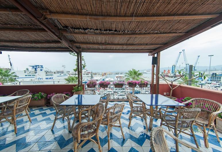 Petit Hotel, Milazzo, Einestamine vabas õhus