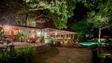 Choose This Cheap Hotel in Santa Teresa