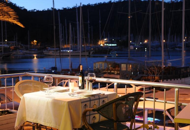 Grand Ata Park Hotel, Fethiye, Açık Havada Yemek