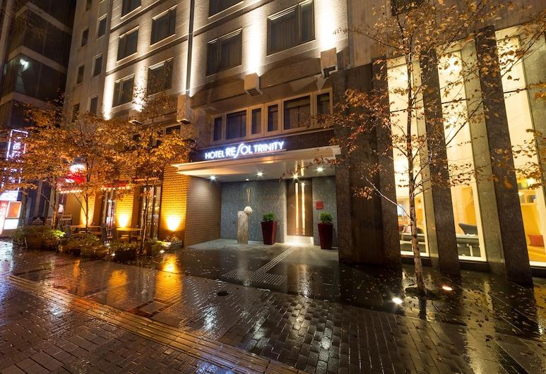 札幌三位神大飯店, 札幌, 飯店入口 - 夜景
