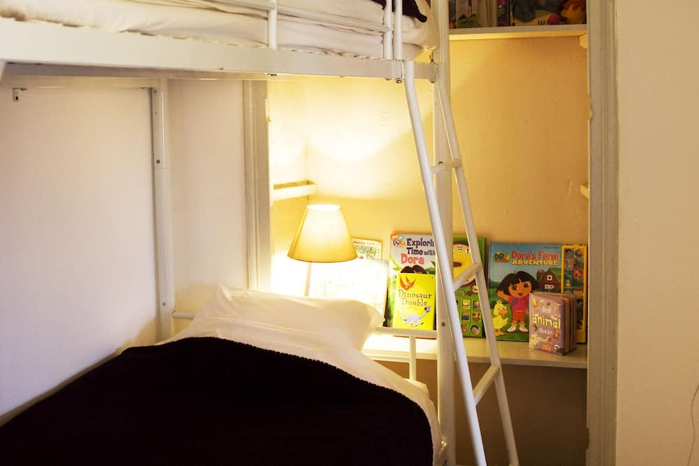 Family Suite, Multiple Beds, Courtyard View - Children's Theme Room