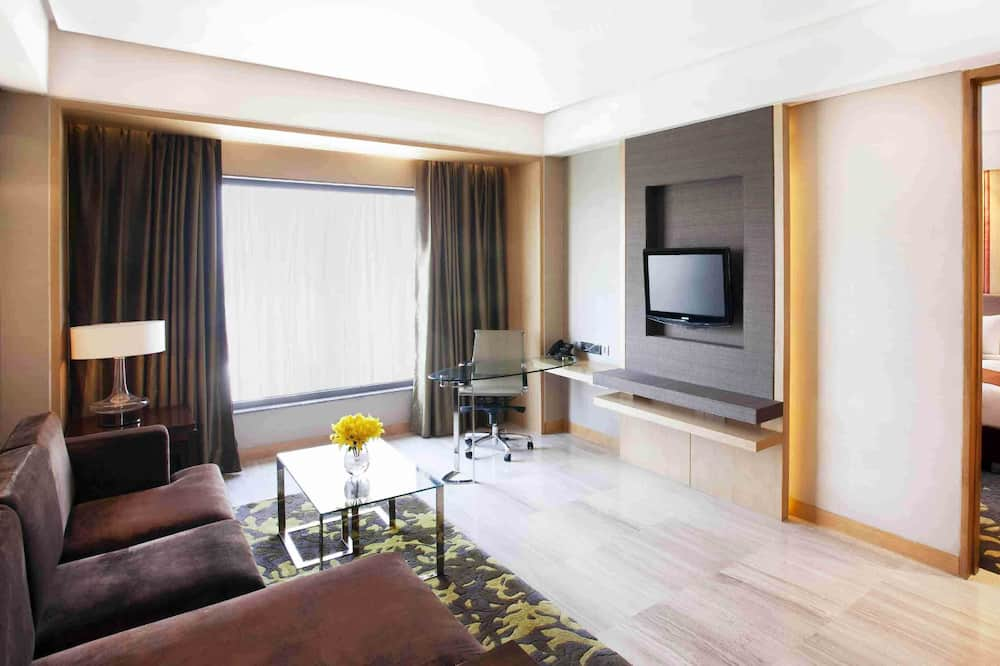 Suite, 1 King Bed, Accessible, Business Lounge Access (With Lounge Access) - Guest Room