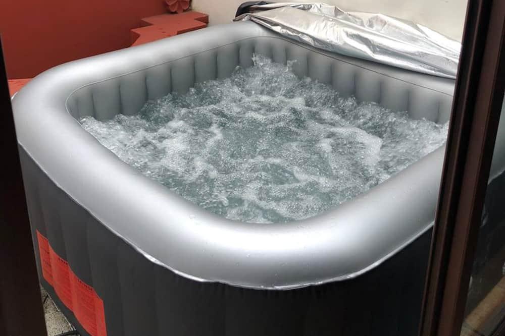Numeris, 1 didelė dvigulė lova (Jacuzzi) - Atskira masažinė vonia