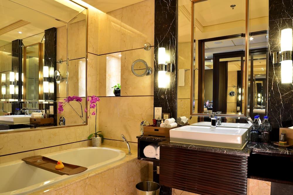 Deluxe Room, 2 Double Beds, River View - Bathroom