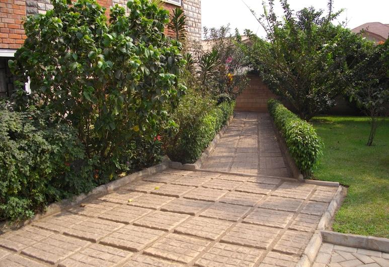 Calabash Green Executive Apartments, Accra, Property Grounds