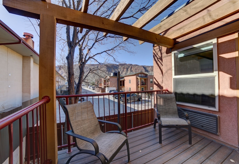 The Gonzo Inn, Moab, Standard Suite, 1 King Bed with Sofa bed, Terrace/Patio