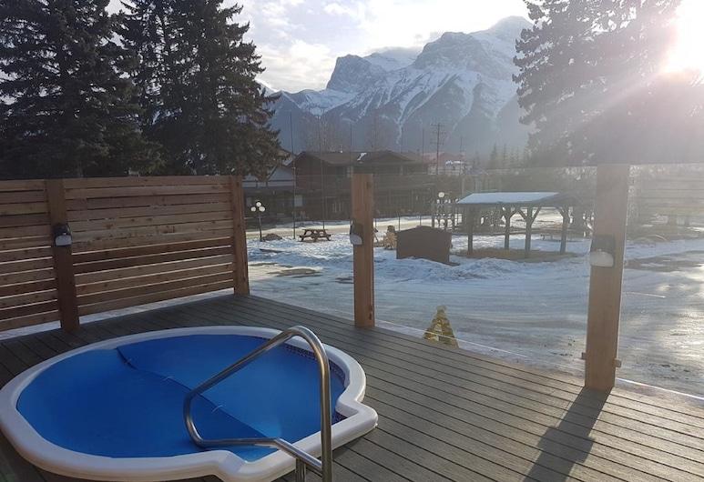 Rundle Mountain Lodge, קנמור, אמבט ספא חיצוני