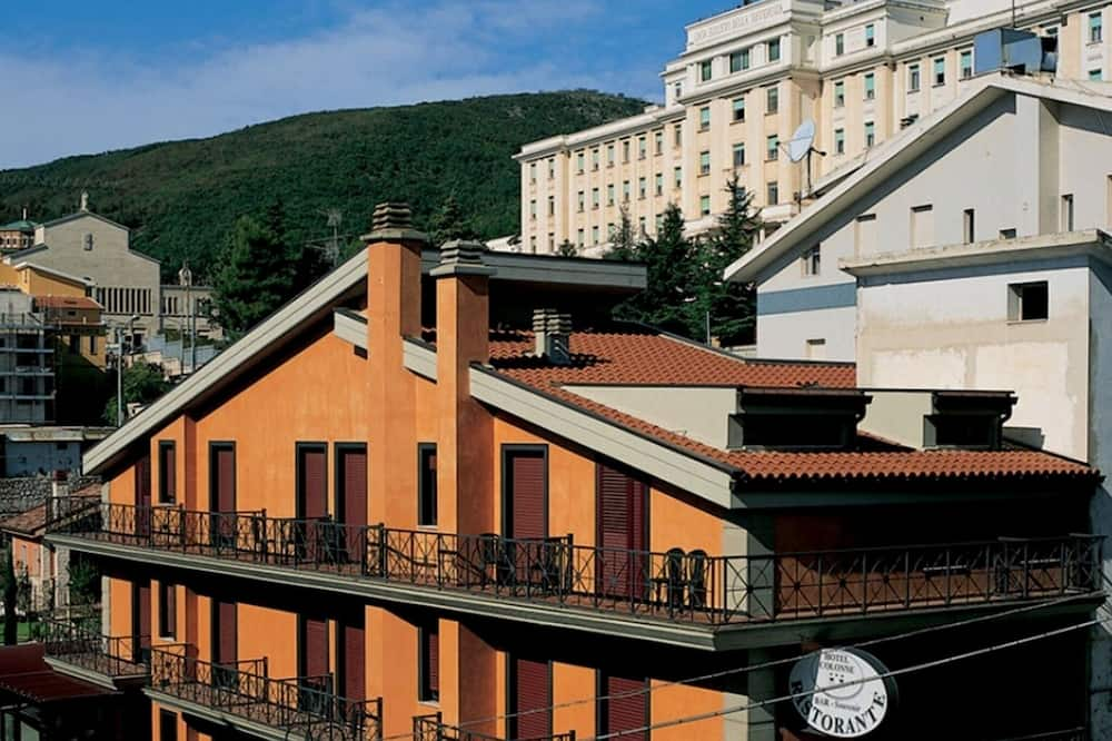 Superior gezinskamer voor 4 personen - Voorkant hotel