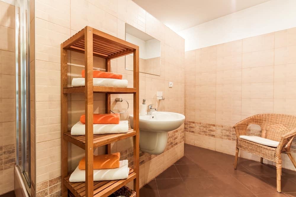 Apartment, 2 Bedrooms, Kitchen - Bathroom