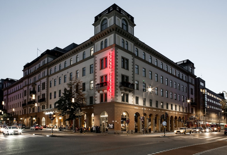 Scandic Grand Central, Stockholm, Hotel Front – Evening/Night