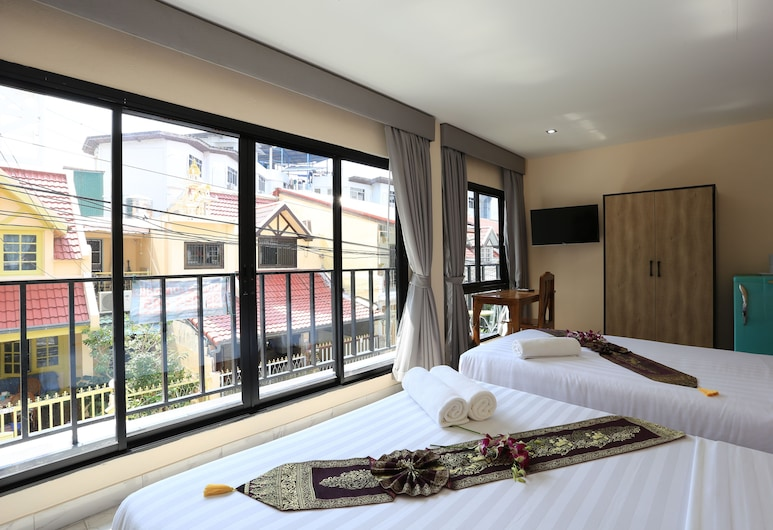The Siam Guest House, Pattaya, Comfort Triple Room, Multiple Beds, Street View